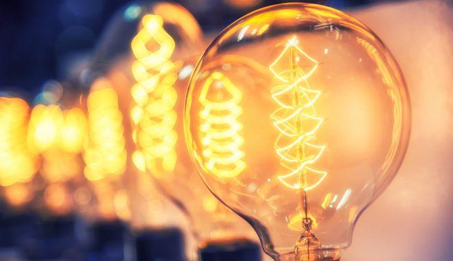 Doar 10 la sută dintre consumatorii casnici din România au trecut în piața concurențială - bulbsshutterstock5200404102-1619677078.jpg