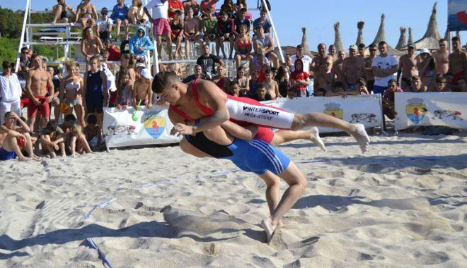 Foto: Campionatul Mondial de lupte  pe plajă va fi găzduit de Constanța