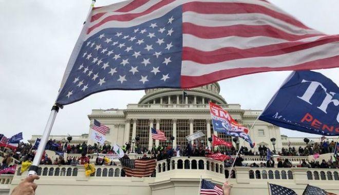 Demisii la Casa Albă după violențele de la Capitoliu: Trump e abandonat de consilieri - capitol-1610004227.jpg