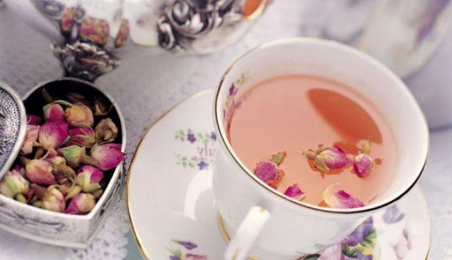 Ceaiul din petale de trandafiri ajută și în caz de laringită - ceaidinpetale-1623349165.jpg
