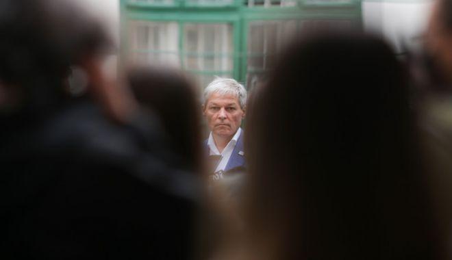 """Dacian Cioloș spune că a participat la o spirală MISA """"la mare, o dată"""