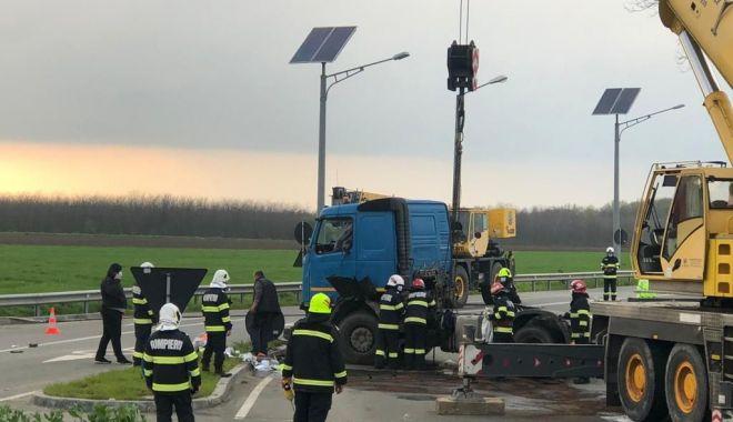 Cisternă plină cu combustibil, răsturnată în apropierea Aeroportului Mihail Kogălniceanu - cisterna1-1619545363.jpg