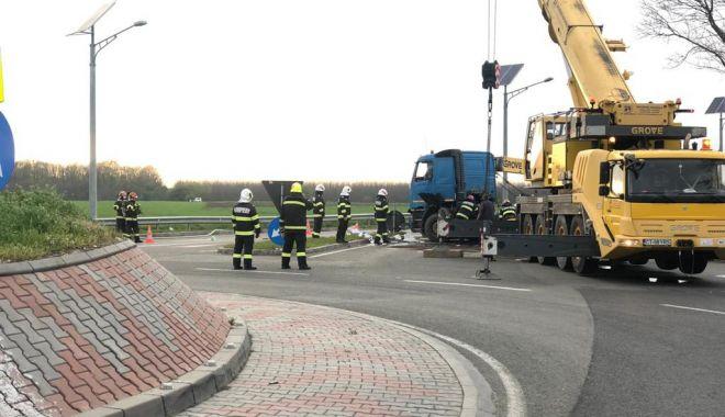 Cisternă plină cu combustibil, răsturnată în apropierea Aeroportului Mihail Kogălniceanu - cisterna2-1619545422.jpg
