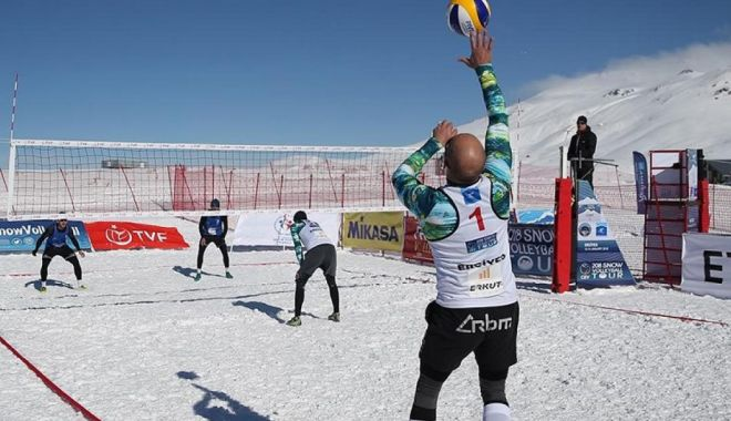 Foto: Constanța a triumfat la prima ediție a Campionatului Național de volei pe zăpadă