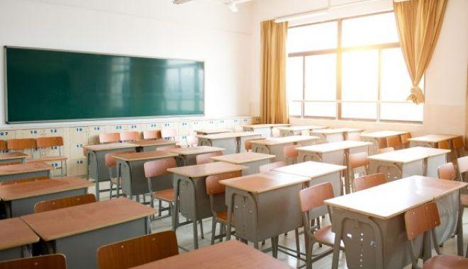 Foto: COVID-19. Asociațiile de elevi cer suspendarea cursurilor timp de două săptămâni