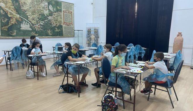 Aproape 200 de copii au învățat tehnici noi de desen și elemente de reconstituire istorică - creatie-1626886883.jpg