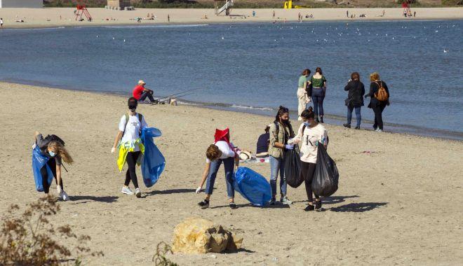 Curăţenie generală pe plajele de pe litoral, cu ajutorul voluntarilor, weekendul acesta - curatenieplaja-1622745812.jpg