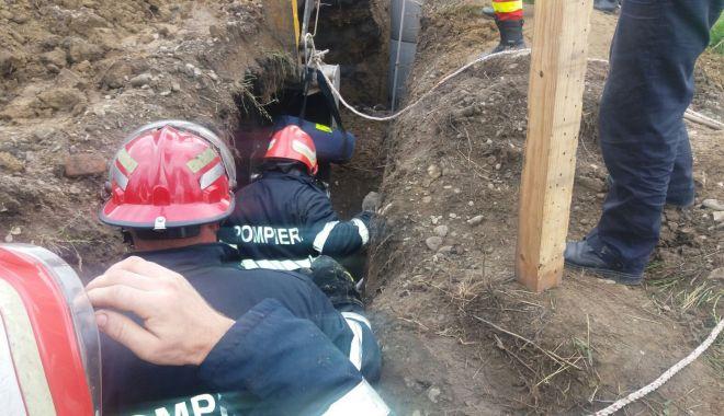 Persoană prinsă sub un mal de pământ, în Constanța - ddd-1579080819.jpg