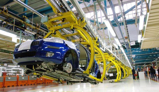 Foto: Fiat-Chrysler își va redeschide fabricile din Italia