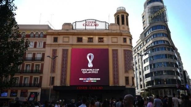 Foto: Qatar-ul a lansat emblema oficială a CM 2022. Logo-ul, proiectat pe clădiri din Londra, New York și Paris