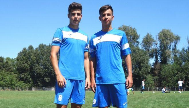 Foto: Doi juniori din Academia FC Farul se pregătesc cu echipa mare