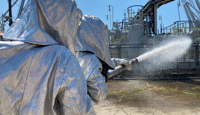 GALERIE FOTO. EXERCIȚIU TACTIC la Oil Terminal: cât de prompt intervin salvatorii, în caz de explozie! - ecb8df9c8efe43a1b29274558fd19858-1626866405.jpg