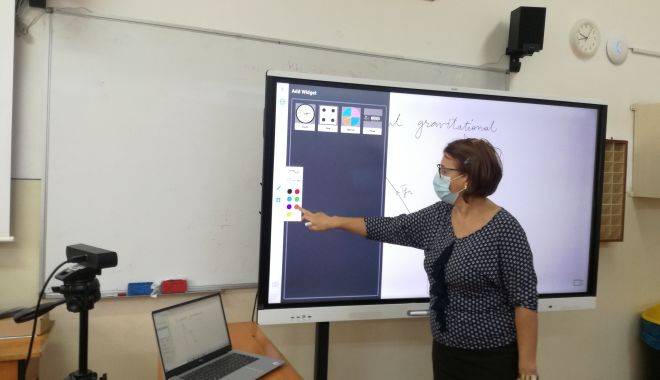 """Echipamente interactive Smart, pentru lecţiile online, la Liceul """"Ovidius"""" - echipamenteinteractive-1605551316.jpg"""
