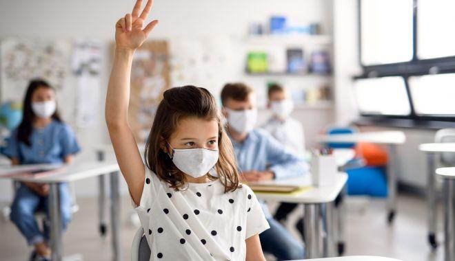 Elevii cer ca școlile să decidă singure dacă se închid sau nu la incidența de peste 6 la mie - elev-1633778237.jpg