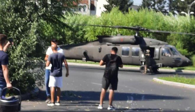 GALERIE FOTO / Elicopter Black Hawk, aterizare de urgenţă într-un sens giratoriu din București - eli2-1626335823.jpg
