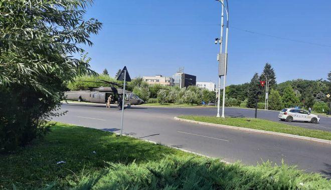 GALERIE FOTO / Elicopter Black Hawk, aterizare de urgenţă într-un sens giratoriu din București - eli5-1626335812.jpg