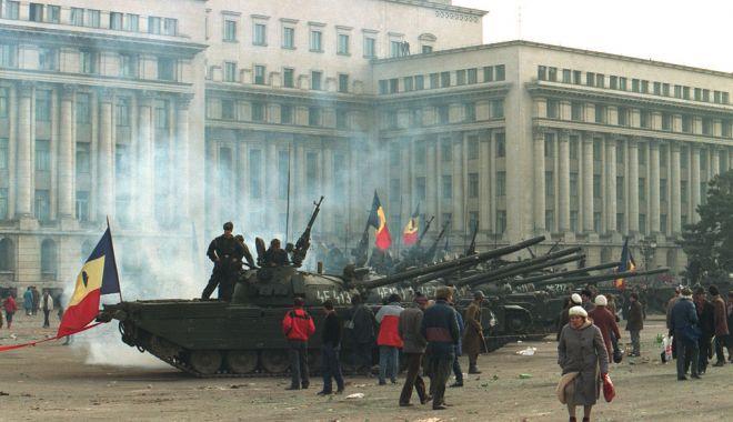 Evenimentele din Decembrie '89 – specificităţi româneşti şi context internaţional (I) - evenimentele-1608565508.jpg