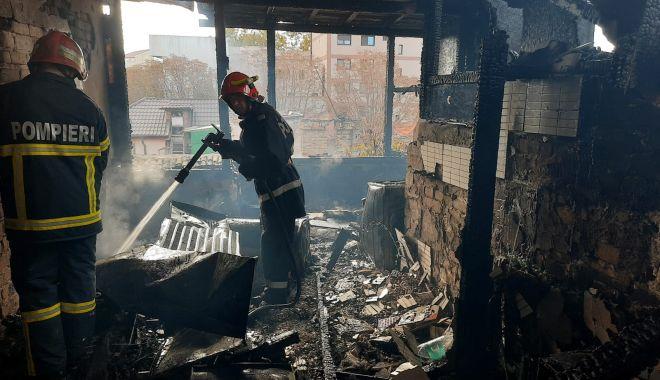 Incendiu la Constanța. Arde mansarda unei case - fc06cd4af89a44c3880d6b8f901d67b1-1602938633.jpg