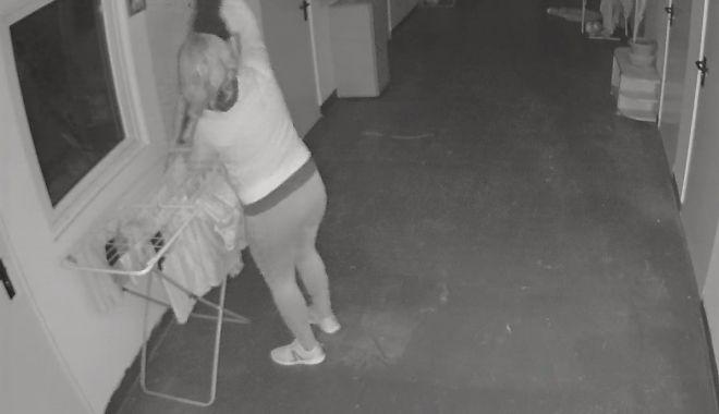 Femeie, surprinsă de camere în cartierul Henri Coandă furând rufe puse la uscat - femeiesurprinsa-1622218330.jpg