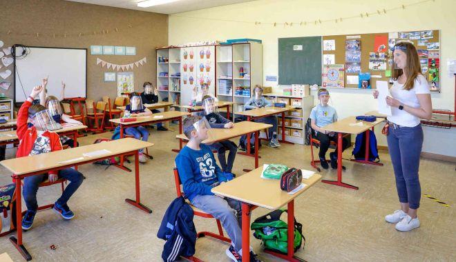 Foto: Astăzi, se deschid şcolile! Reguli stricte şi măsuri fără precedent în unităţile de învăţământ