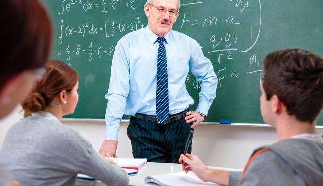 """Începe modernizarea învăţământului? """"Nici măcar tabletele nu au ajuns!"""" - fond-1606059426.jpg"""
