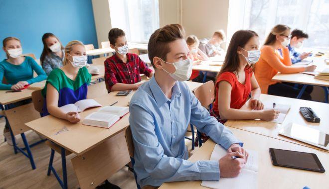 """Ne vaccinăm sau nu copiii la şcoală? """"Trebuie să ne mai gândim!"""" - fond-1620755704.jpg"""