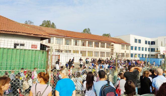 Harababură de nedescris! Tergiversările de pe șantierul Școlii nr. 16 au condus la sacrificarea orarului elevilor - fond-1631551724.jpg