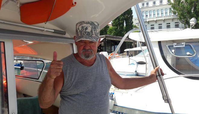 Un vis împlinit la pensie. Pasiunea pentru pescuit l-a făcut să investească într-o ambarcaţiune de familie - fond1-1627829247.jpg