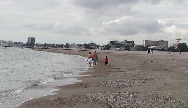 """Este sau nu periculoasă intrarea în mare, la Mamaia? """"Turiştii trebuie să fie atenţi când intră în apă"""" - fond2-1623953665.jpg"""