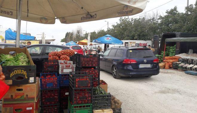 Comerţ ca în Evul Mediu la târgul de legume-fructe de pe varianta Constanţa-Ovidiu - fond2-1630248965.jpg