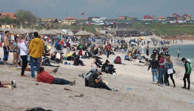 Start bun pentru sezonul estival. Peste 15.000 de turişti pe litoralul românesc - fond4-1620053290.jpg