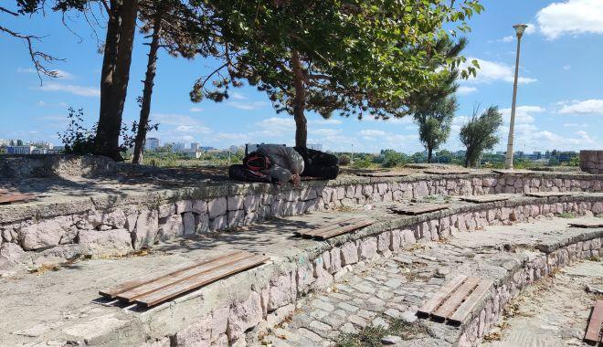 Dezastrul din Parcul Tăbăcărie: de la iarba uscată, la monumente distruse! - fond4-1631553479.jpg