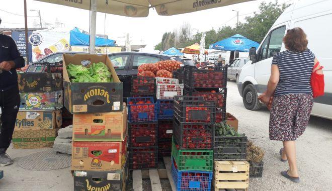 Comerţ ca în Evul Mediu la târgul de legume-fructe de pe varianta Constanţa-Ovidiu - fond5-1630248981.jpg