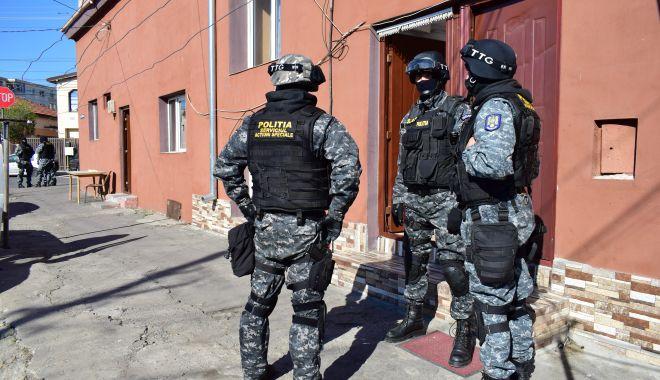 Polițiștii, pregătiți să intervină! Scandalurile cu interlopi, interzise pe litoral! - fondclanuriinterlope-1596737281.jpg