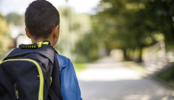 Revoltător! Piedici puse unui copil cu autism, pentru a merge la școala dorită, în Constanța! - fondcopilinscrierescoala-1633541691.jpg