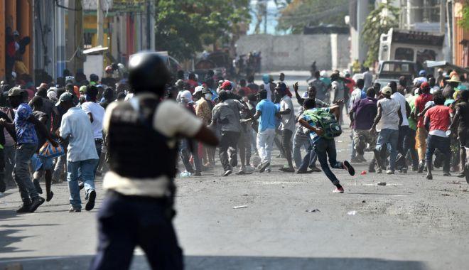 """Mărturii din misiunea Haiti. """"Toată lumea avea arme, ieșeam pe stradă numai cu vestă antiglonț!"""" - fonddimahaiti13oct1-1602607028.jpg"""