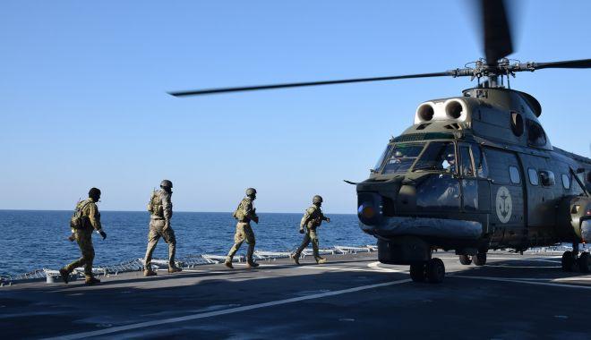 """Scenariu militar complex în largul Mării Negre: elicopter Puma prăbușit pe fregata """"Regina Maria"""" - fondelicopterpuma1print-1626880054.jpg"""
