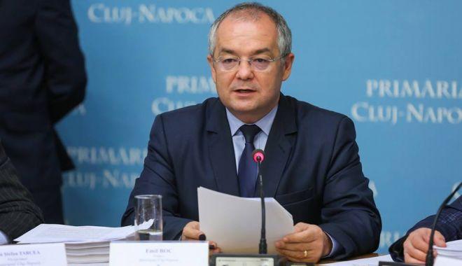 Emil Boc sare în apărarea primarilor și pune tunurile pe ministrul Sănătății - fondemilboc-1610390786.jpg