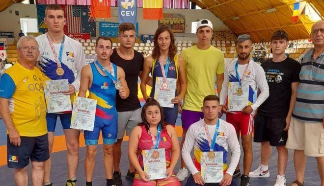 """Salbă de medalii pentru luptătorii de la LPS """"Nicolae Rotaru"""" şi CS Farul Constanţa - fondlupteconstanta22-1628016583.jpg"""