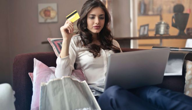 Magazinul online, magazinul viitorului. Ce paşi şi ce costuri sunt pentru a porni o astfel de afacere - fondmagazinulonline-1611771285.jpg
