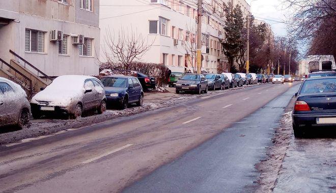 """Constănţenii cer soluţii concrete pentru criza locurilor de parcare: """"Trotuarele sunt pentru pietoni!"""" - fondparcare-1613500445.jpg"""