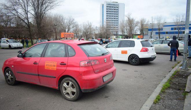 Teste de răbdare pentru viitorii șoferi din Constanţa. Cât trebuie să aștepte pentru un permis auto! - fondpermise1-1604592130.jpg