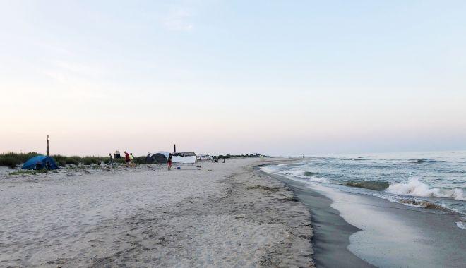 Plajele sălbatice din Corbu şi Vadu, fără salvamari, dar pline de turişti - fondplajelesalbatice-1627582940.jpg