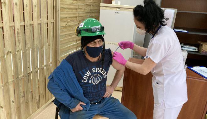 Centru de vaccinare la Şantierul Naval Constanţa. Se pot imuniza angajaţii şi familiile lor - fondprintcentrudevaccinare4-1620238188.jpg