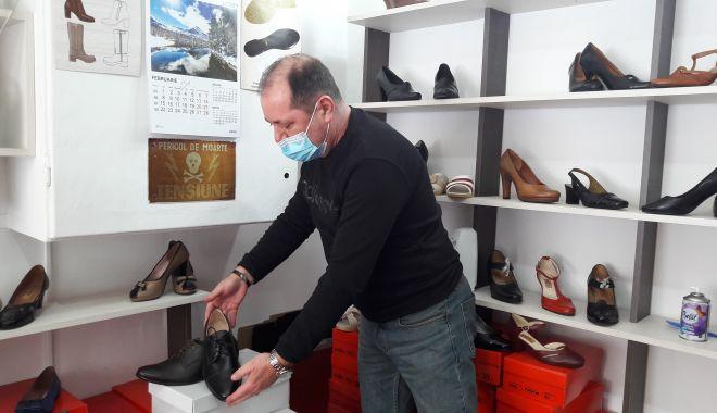 """Din mâinile lui ies adevărate creații și, totuși, este dezamăgit! """"Pantofii româneşti nu mai au căutare"""" - fondprintdezamagirileiuliandragu-1613317204.jpg"""