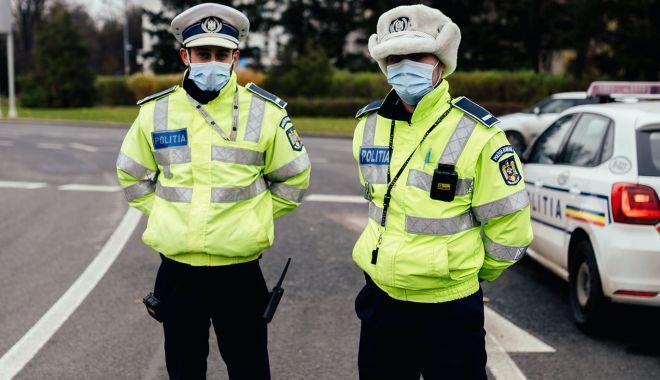 """Polițiștii au blocat activitatea. """"Nu putem fi împărțiți în șmecheri și fraieri!"""" - fondprintprotestpolitisti1-1610390115.jpg"""