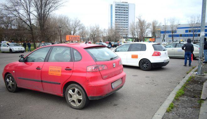 Examenul pentru permisul auto, picat pe bandă rulantă! De ce nu  sunt trase la răspundere școlile auto? - fondscoliauto1-1606147739.jpg