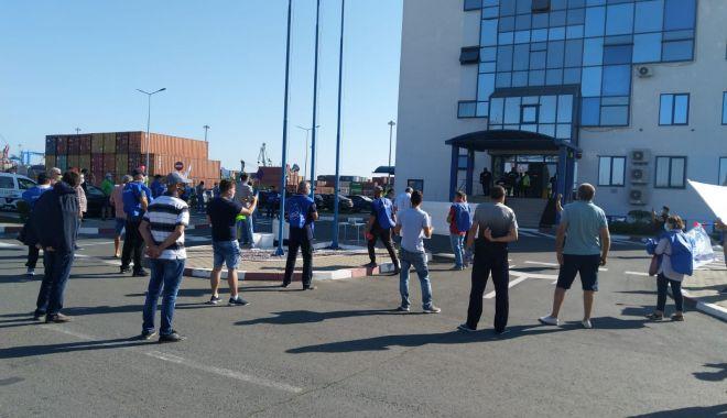 Sindicaliștii protestatari cer demisia conducerii companiei Constanța South Container Terminal - fondsindicalistiiprotestataricer-1600194586.jpg