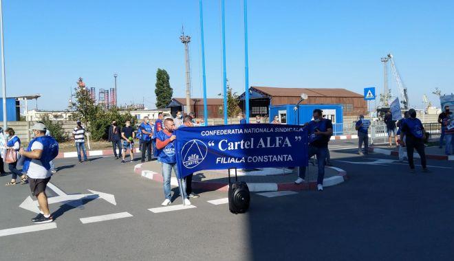 Sindicaliștii protestatari cer demisia conducerii companiei Constanța South Container Terminal - fondsindicalistiiprotestataricer-1600194645.jpg