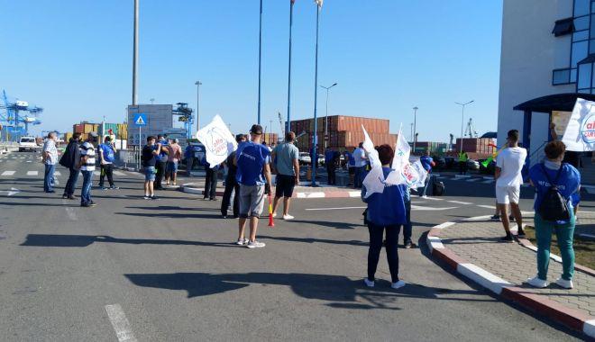 Sindicaliștii protestatari cer demisia conducerii companiei Constanța South Container Terminal - fondsindicalistiiprotestataricer-1600194729.jpg